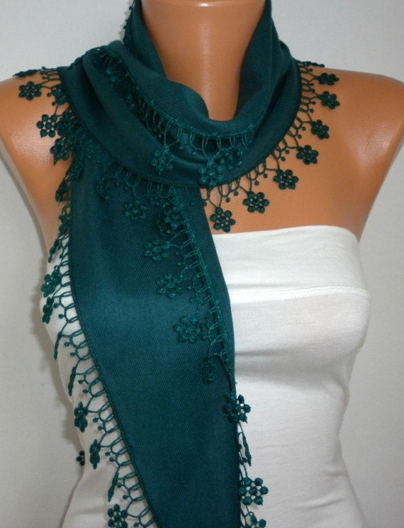 ON SALE - Emerald Green Scarf  -  Pashmina Scarf  -  Cowl Scarf  with Lace Edge - fatwoman