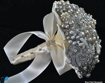 MEDIUM Pearl Brooch Bouquet - by Blue Petyl - Bridal Bouquet - Wedding Bouquet
