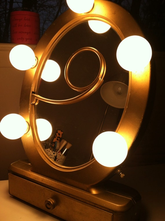 vintage hollywood glam glam lighted makeup mirror. Black Bedroom Furniture Sets. Home Design Ideas