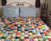 50 % SALE-Antique Yo Yo Quilt- Old Fashion Coverlet-YoYo Bedspread, Yo Yo Comforter