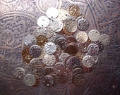 """Approx 100 medium mixed gold coins 0.6"""" or 1.5 cm"""