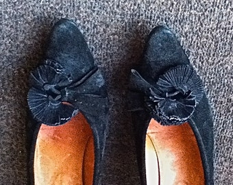 DELMAN 1950s/1960s pumps in black suede with tassels - size 9.5US