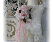 Aromatic Lace Sachet in Ivory & Pink