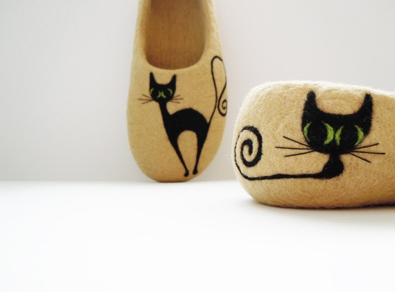 Felted woman slippers BLACK CAT