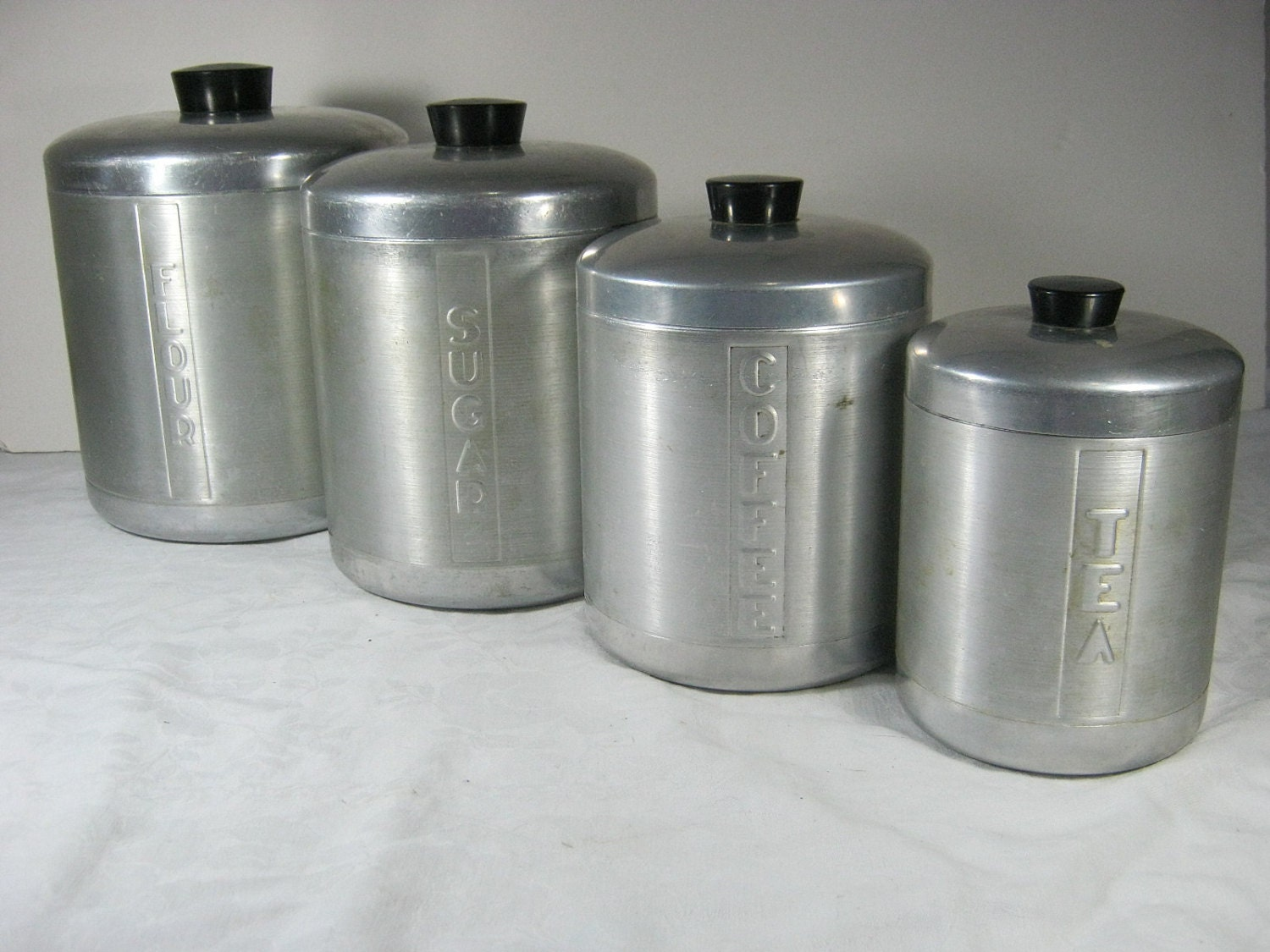 Vintage aluminum canisters retro 50s canister set 4 for Kitchen kitchen set