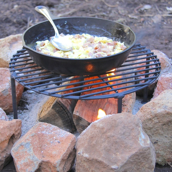 Sturdy camping fry pan skillet stand grate cast iron for What to cook in a dutch oven camping
