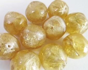 20 Vintage 14mm Light Tan Brown Crackled Plastic Nugget Beads Bd768