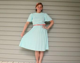 1970s teal blue flutter sleeve day dress. Size M/L 8-10-12