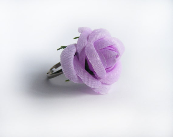 This is textile rose ring in light lavender color