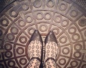 Where my feet take me: Manhole cover geometry