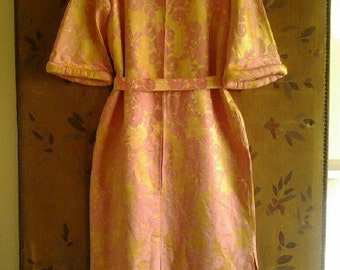 Stunning rose pink and gold 1960s housecoat / evening dress