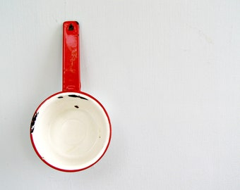 Vintage White Enamel Pan Pot Red Rim, Retro Enamelware, Rustic Kitchen Decor, French Country Style, Old Restaurant Cafe, Shabby Planter