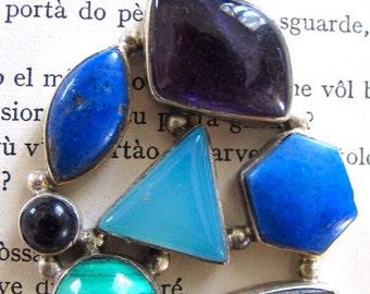 Pendant with mix of stones