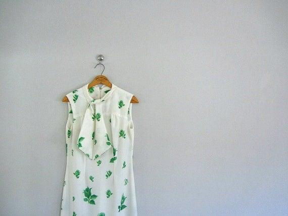 70s maxi dress . 1970s spring dress . green roses