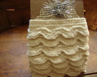 Vintage Creamy White Scalloped Woolen Trim