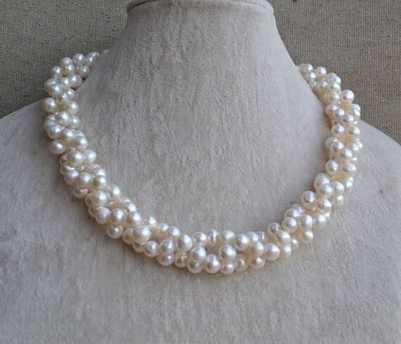 Collar con perlas blancas