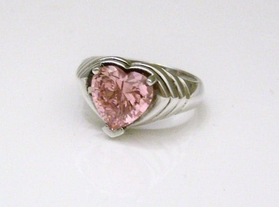 Vintage Ring Sterling Silver and Heart-Shaped Pink Simulated Diamond Ribbed Band Ring