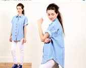 denim shirt blouse // vintage 80s // light blue jean // short sleeved oversized tunic // small medium large