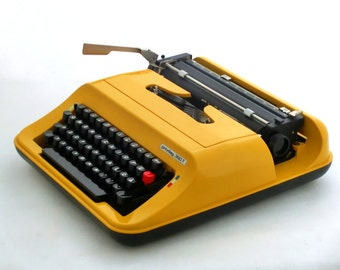 Vintage Typewriter, Yellow Manual Typewriter, Privileg 350T, Travel Typewriter, Working typewriter Portable