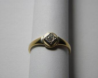 Gold & Diamond ring