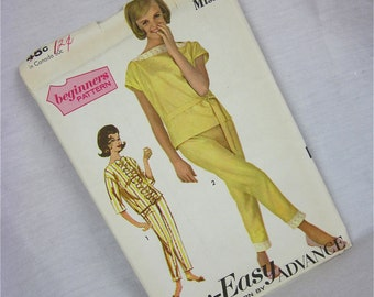 Vintage 60s Capri and Top Sewing Pattern, Advance, 3033