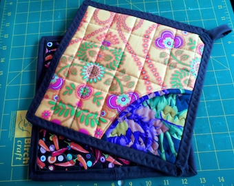 Quilted Pot Holders - Mitten Pot Holders - Large Pot Holders - Trivet Pot Holders - Heat resistant Pot Holders - Two sided Pot Holders -