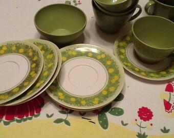 Set of Avocado plastic Dishes