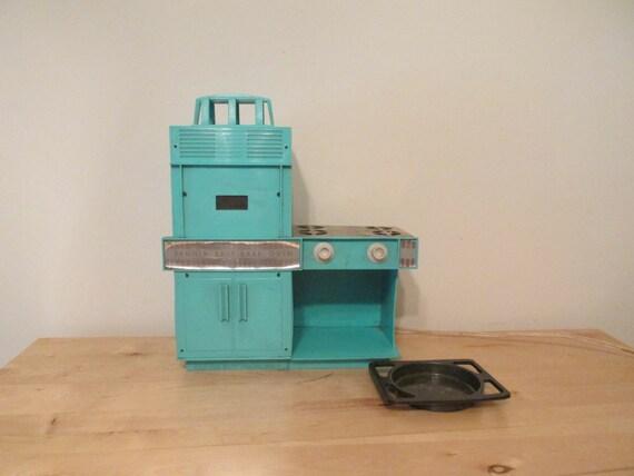 Vintage kenner teal easy bake oven for Home decor kenner