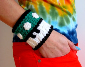Mario Brothers Green Mushroom Power Cuff. Super Mario Bros 1up Inspired Crochet Bracelet Wristband. Gamer Accessory. Video Game Cosplay.