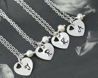 SET of 4 - Personalized bridesmaids necklaces, Heart charms, White pearls, Wedding Jewelry, Bridesmaids Gift, Hand stamped