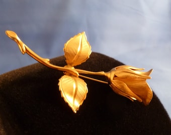 Lovely gold tone rose brooch.