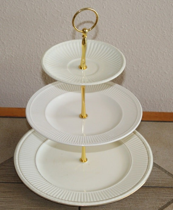 Wedgewood Cake Stand