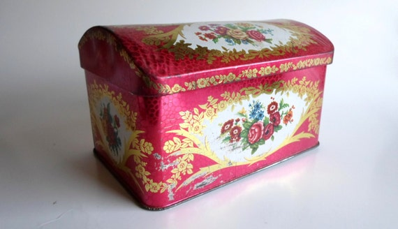 pretty tin box treasure chest shape hinged lid pink gold. Black Bedroom Furniture Sets. Home Design Ideas