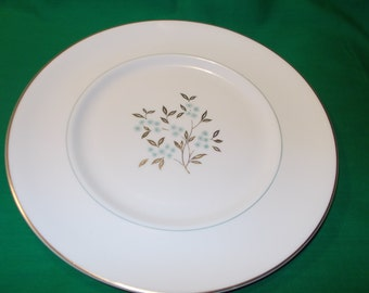 """One (1), 10 3/4"""" Bone China Dinner Plate, from Royal Doulton, in the Delphian H4951 Pattern."""