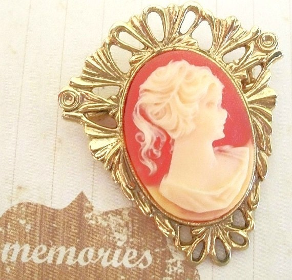 Beautiful Shell Cameo Brooch unique shape gold setting Bridal Brooch Bouquet Feminine