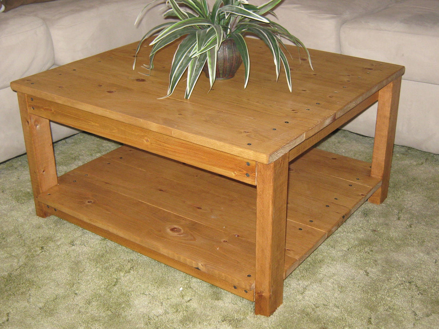 Diy plans to make square wooden coffee table by wingstoshop for Good table design