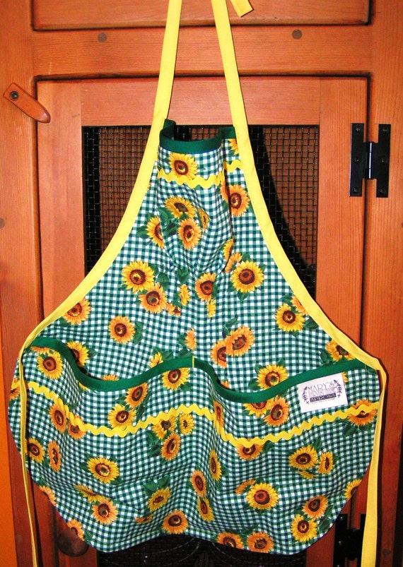 Harvesting/Cooking/Art Aprons for Children by Mary's Harvest Thyme Aprons copyrights 1997