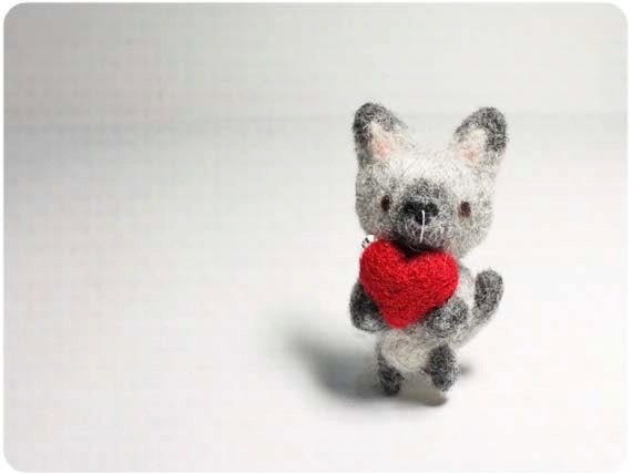Pointi Cat - needle felted wool brooch, crystal bead