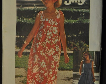Misses' Jiffy Dress in Two Lengths and Bag Size Small 8 -10 Vintage 1970s Sewing Pattern Simplicity 7520