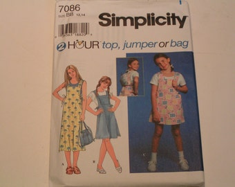 Simplicity Pattern 7086 2 Hour Knit Top Jumper or Bag