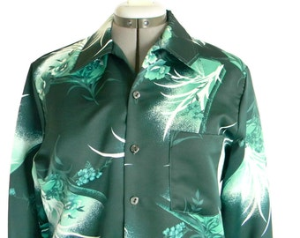 CLEARANCE Sale - Vintage 70s Blouse Green Floral  Print Shirt. Emerald Green Ombre. Size Medium. Back to School.