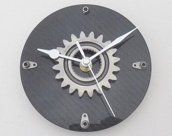 Round black carbon fiber Formula 1 gear wall kitchen office workshop clock