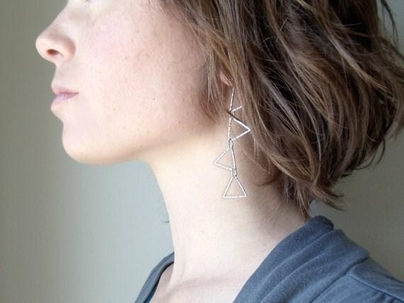 silver triangle earring // modern geometric jewelry