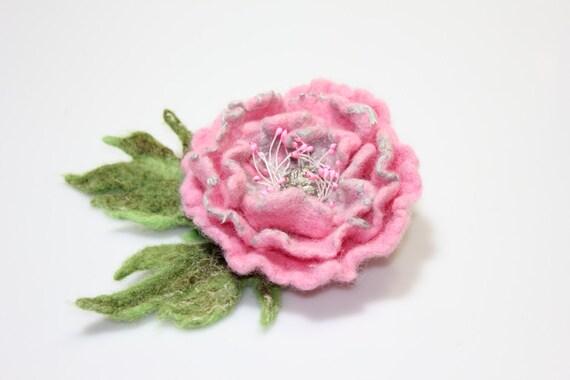 Pink felted flower brooch / pink Poppy / Felt flower brooch / Wool Felt Jewelry / Felted flower with green leaves