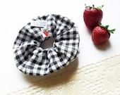 summer strawberrie scrunchie in checkered  White and Black