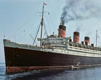 Queen Mary Luxury Liner 1952 in New York, Vintage Image from Original Negative