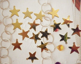 18 Vintage Goldplated 13mm Star Charms