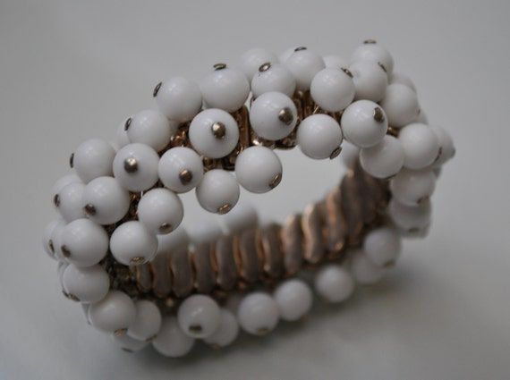 Vintage White  Milk Glass Bead  cha cha expandable  Bracelet