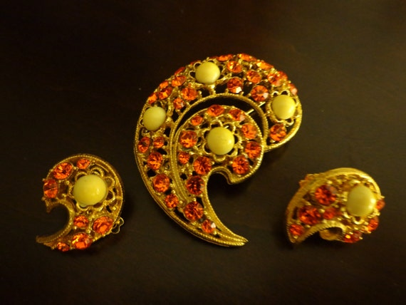 Orange/yellow paisley brooch and clip earring set
