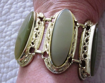 SALE Vintage Green Thermoset Link Cabochon Bracelet in Gold Tone, Fun Summer Bracelet